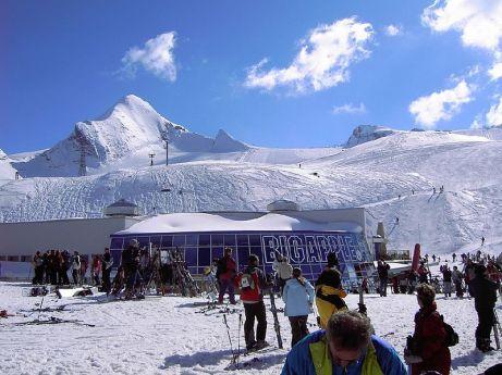 Kaprun_Kitzsteinhorn_Glacier_Summer_Skiing