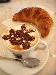 breakfast_cappuccino_croissant